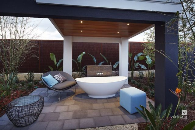 Modern Outdoor Bathroom 3