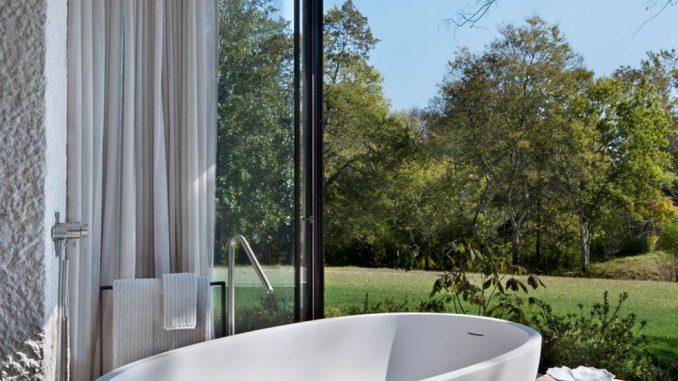 Modern Outdoor Bathroom .jpg