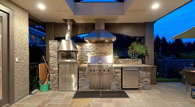 Modern Style Outdoor Kitchen 2