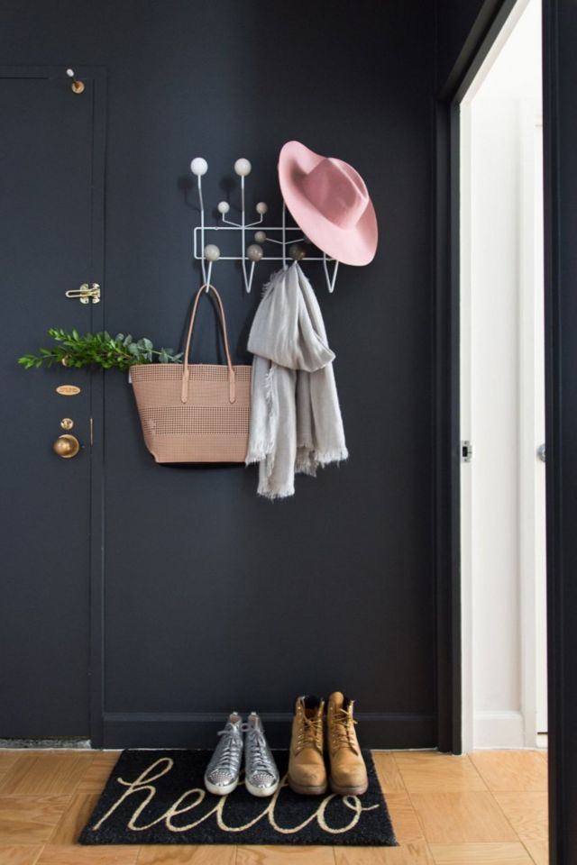 Matte colors at the Entryway Area