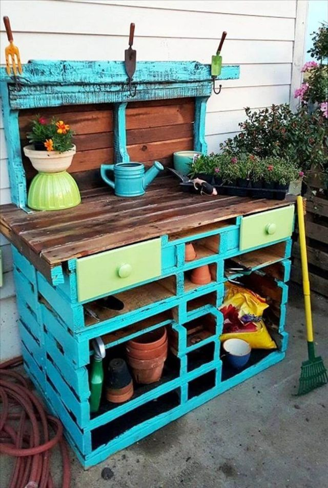 7 Build a Pallet Potting Bench