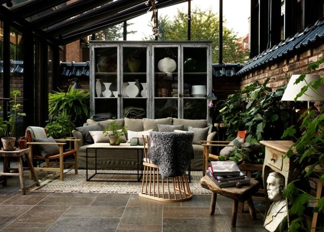 Industrial Style Front Porch Decoration Ideas 5