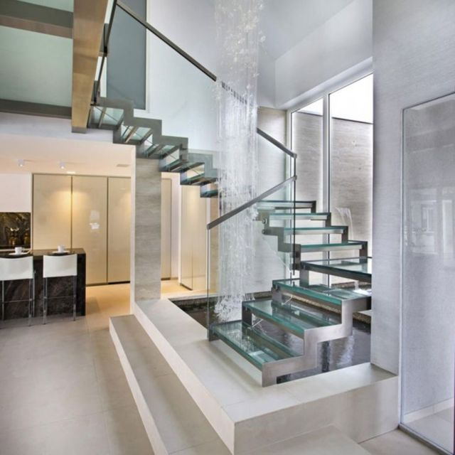 Minimalist Staircase Glass Design Ideas 4