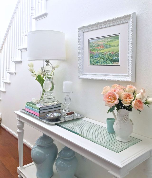 Elegant White Entryway Decorating Ideas with Flowers