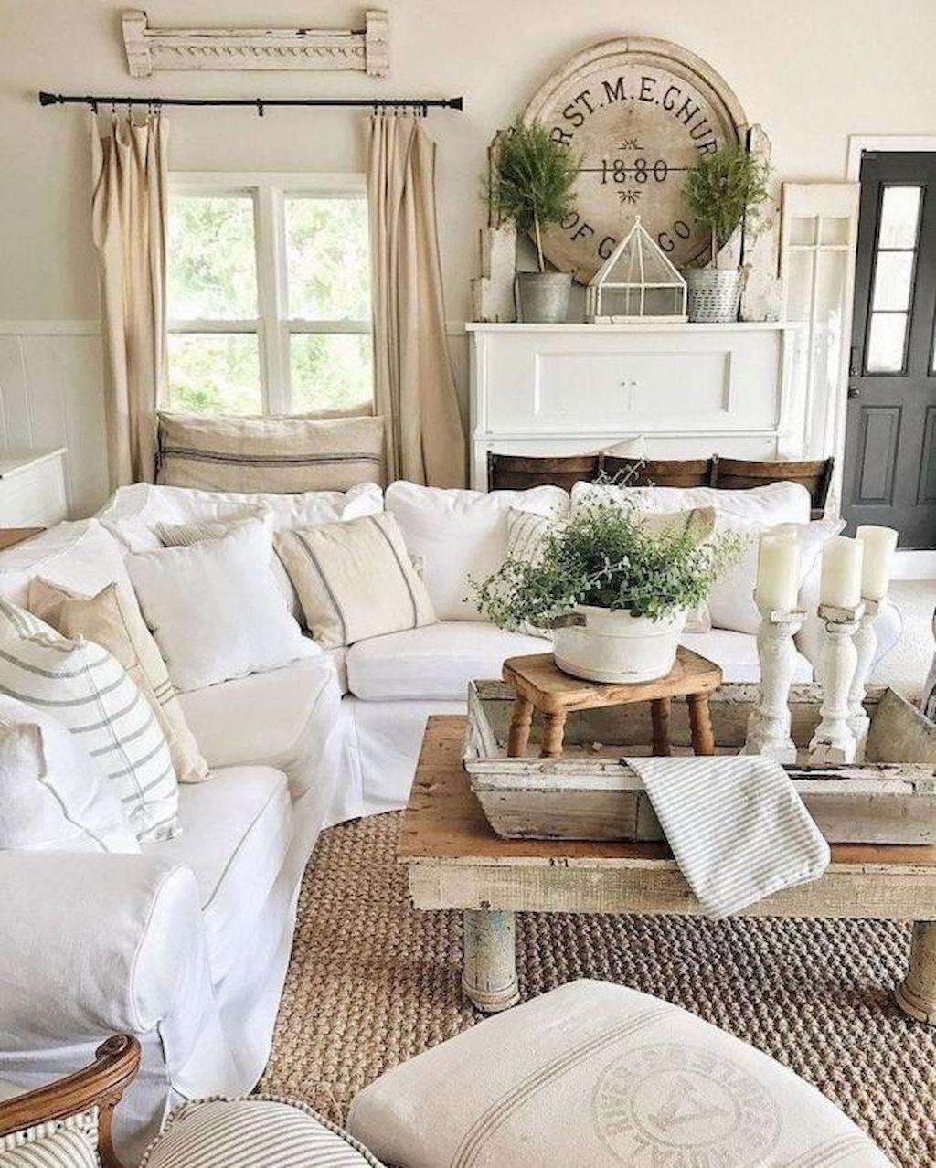 Cozy Living Room050