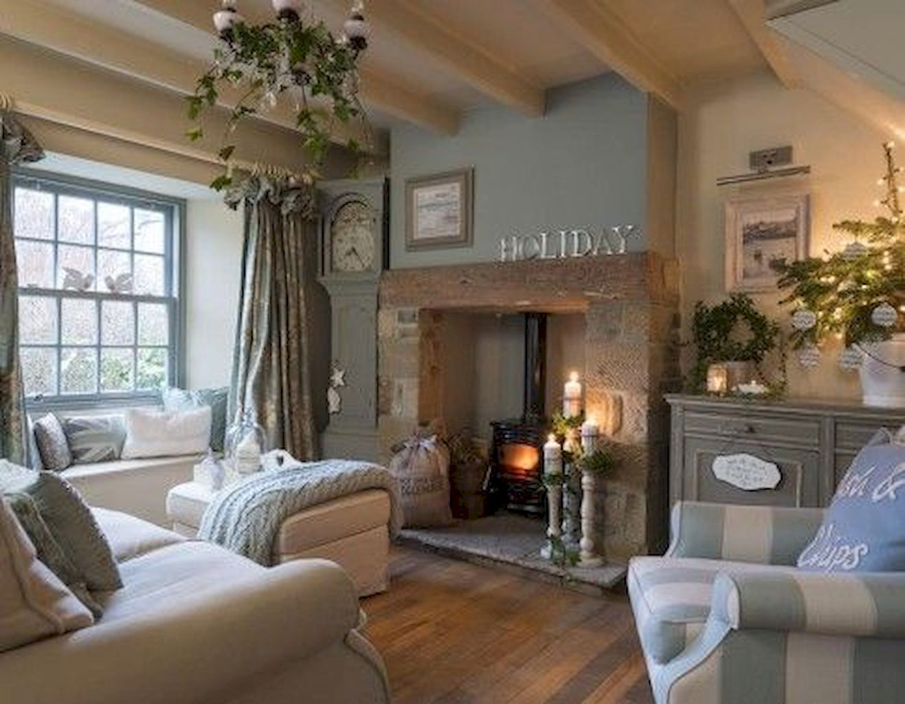 Cozy Living Room095