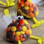 Add Warmth to Your Gathering Thanksgiving Decoration 29