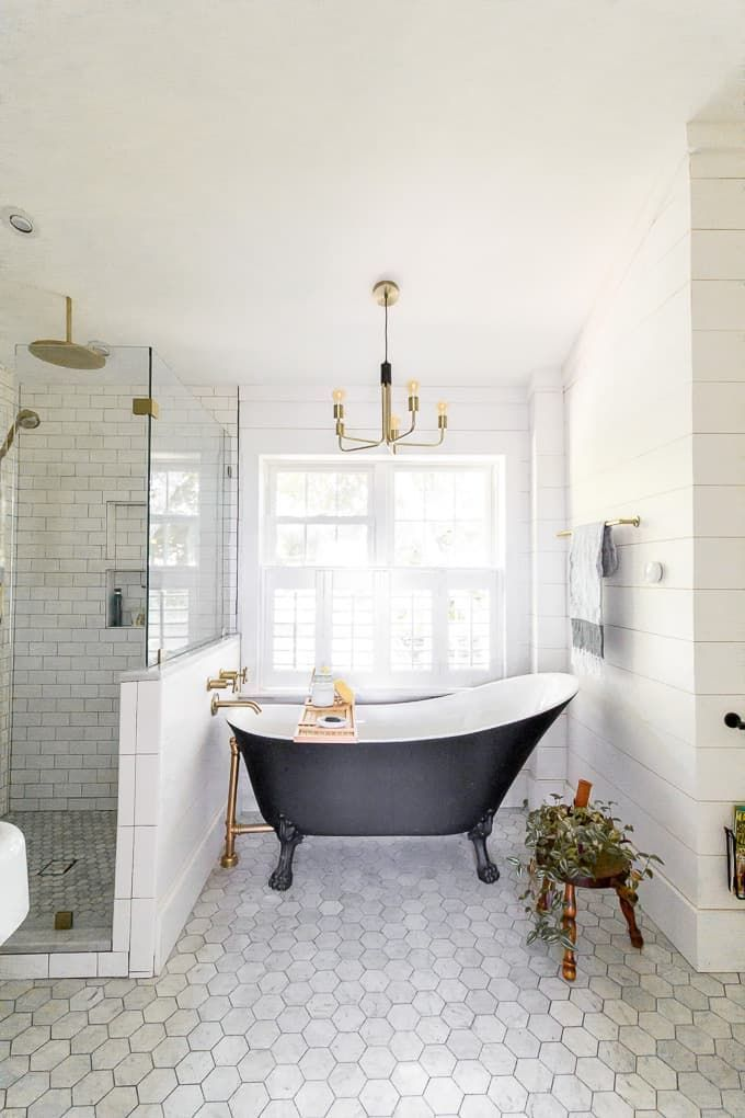 White Bathroom011