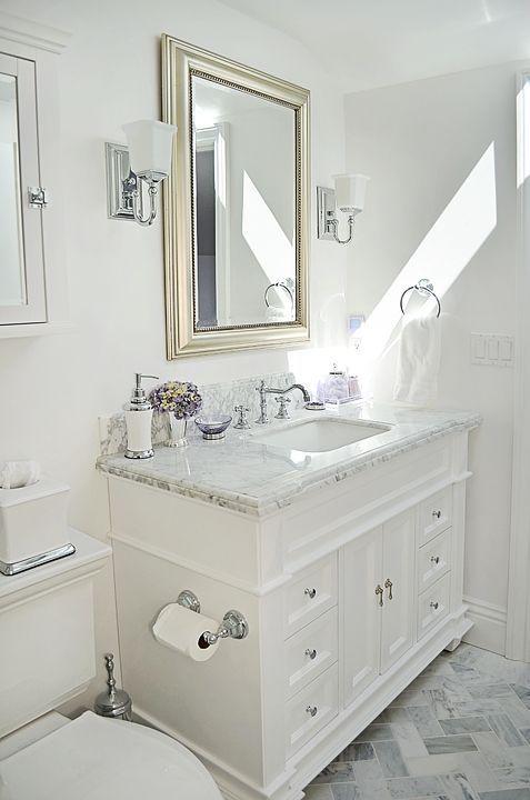 White Bathroom013
