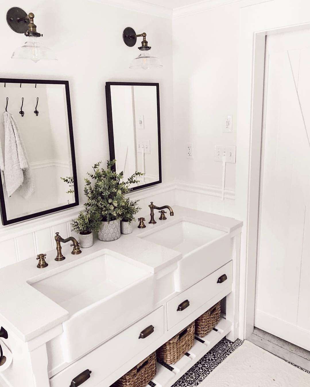 White Bathroom036