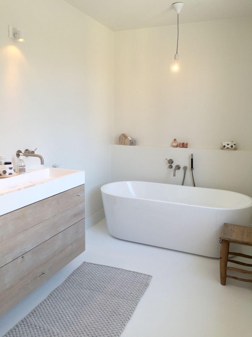 White Bathroom037