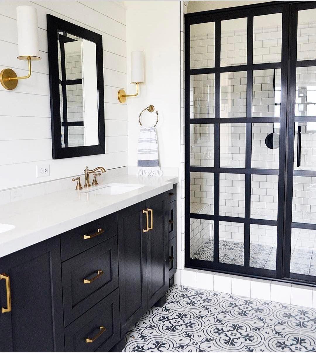 White Bathroom048