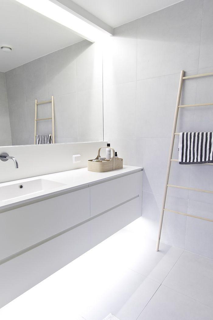 White Bathroom063