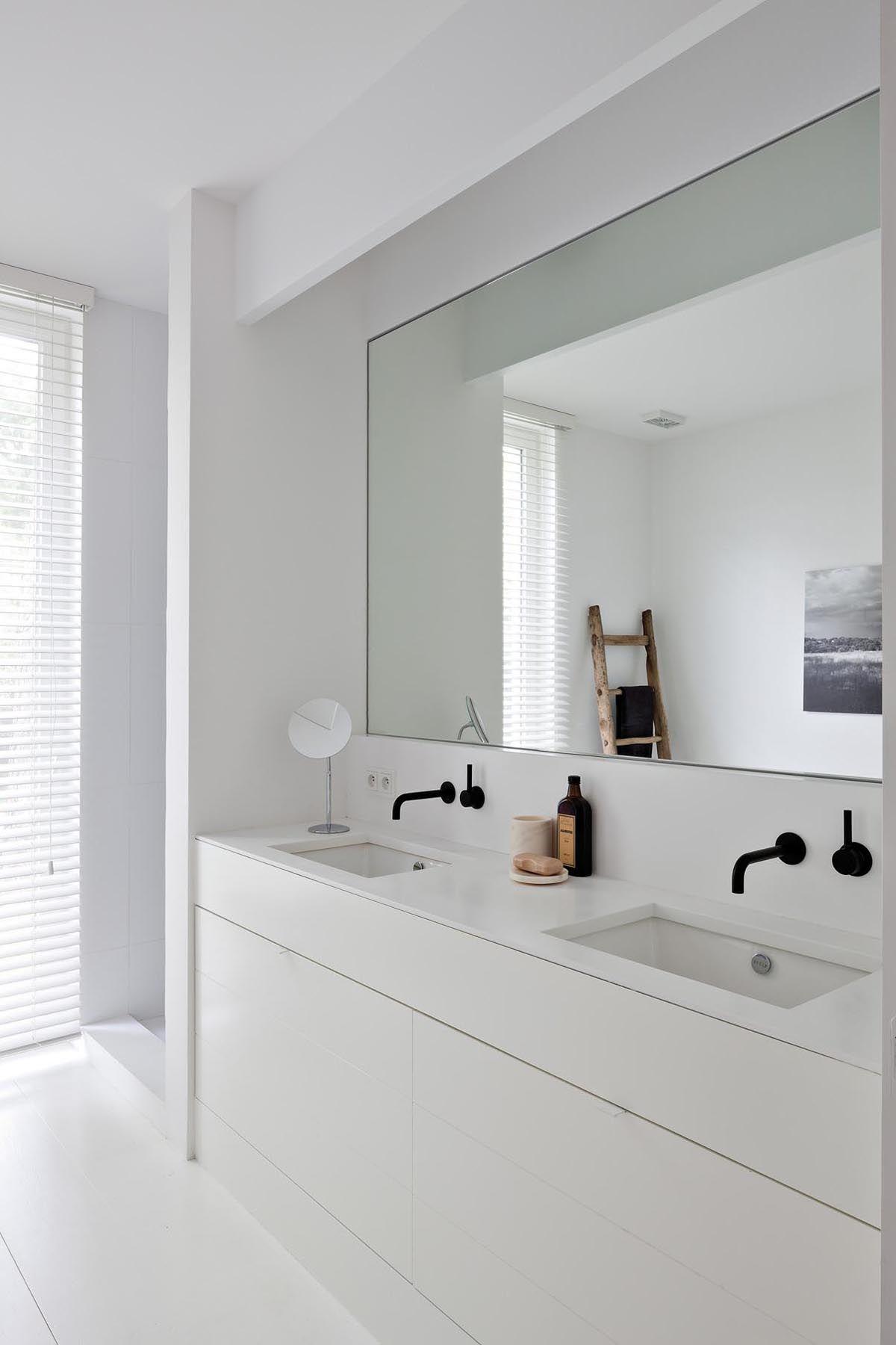 White Bathroom071