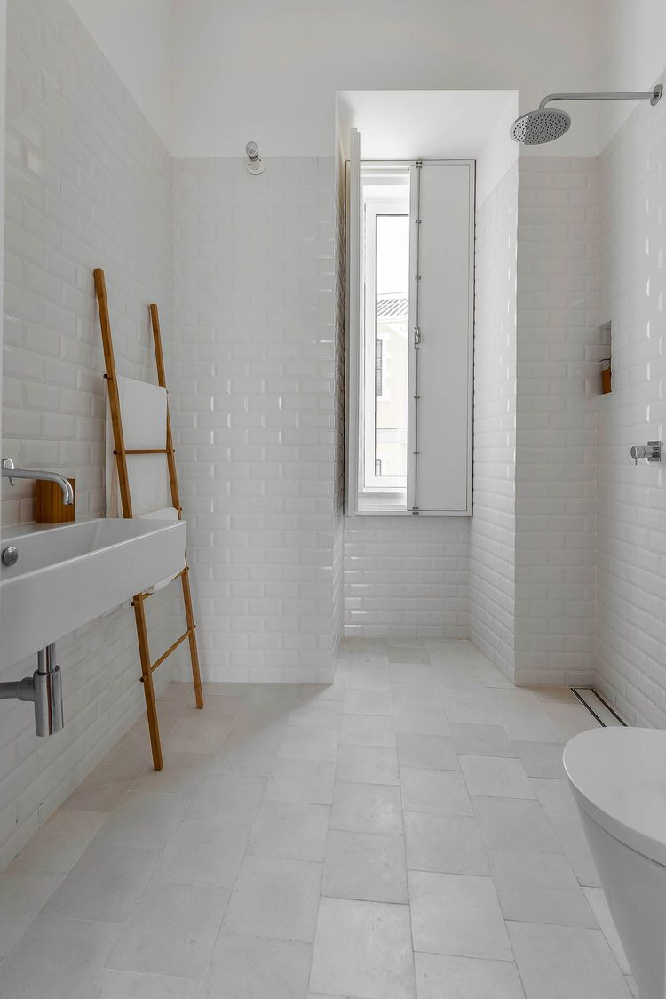 White Bathroom081