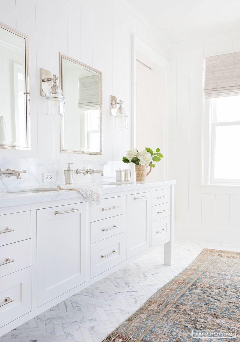 White Bathroom087