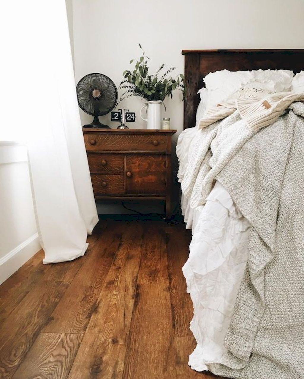 Wooden Furniture082
