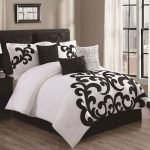 Black and White Bedding Sets For Your Dramatic Bedroom 11