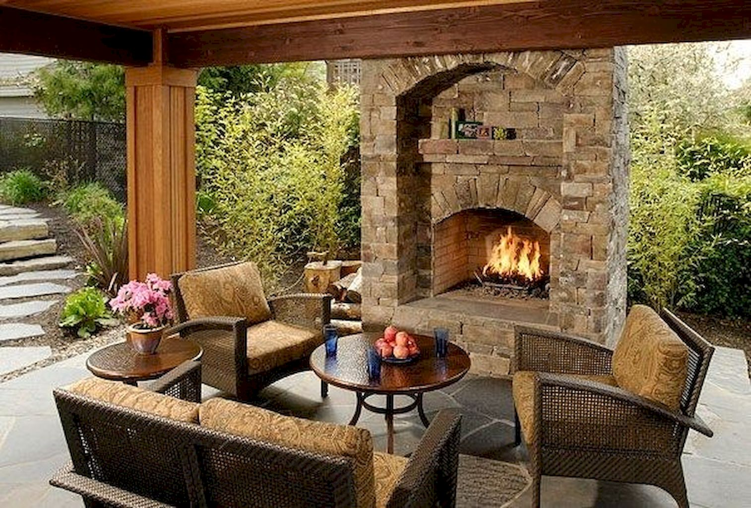 Backyard Fireplace084