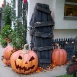 Amazing Spooky Halloween Decorations For One Ghostly Atmosphere 23