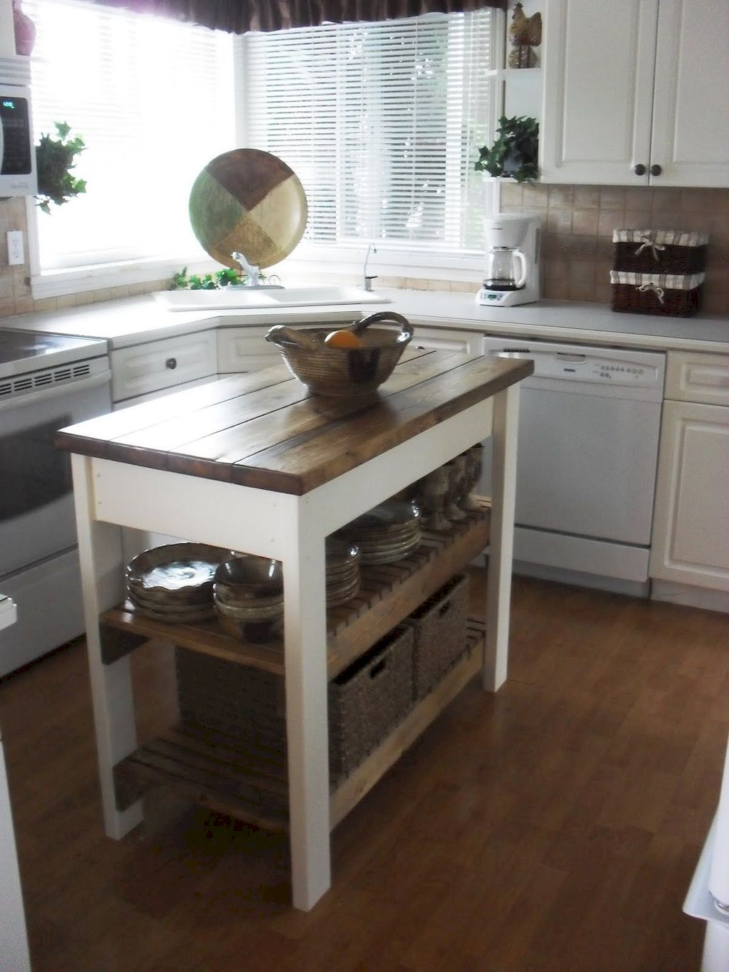Small Island Kitchen Table010