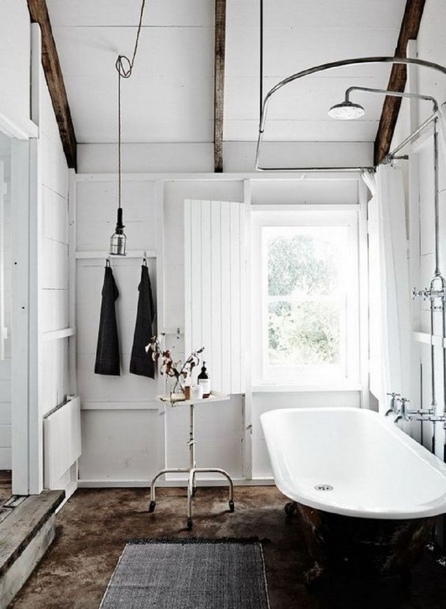 4 Bright Farm House Bathroom