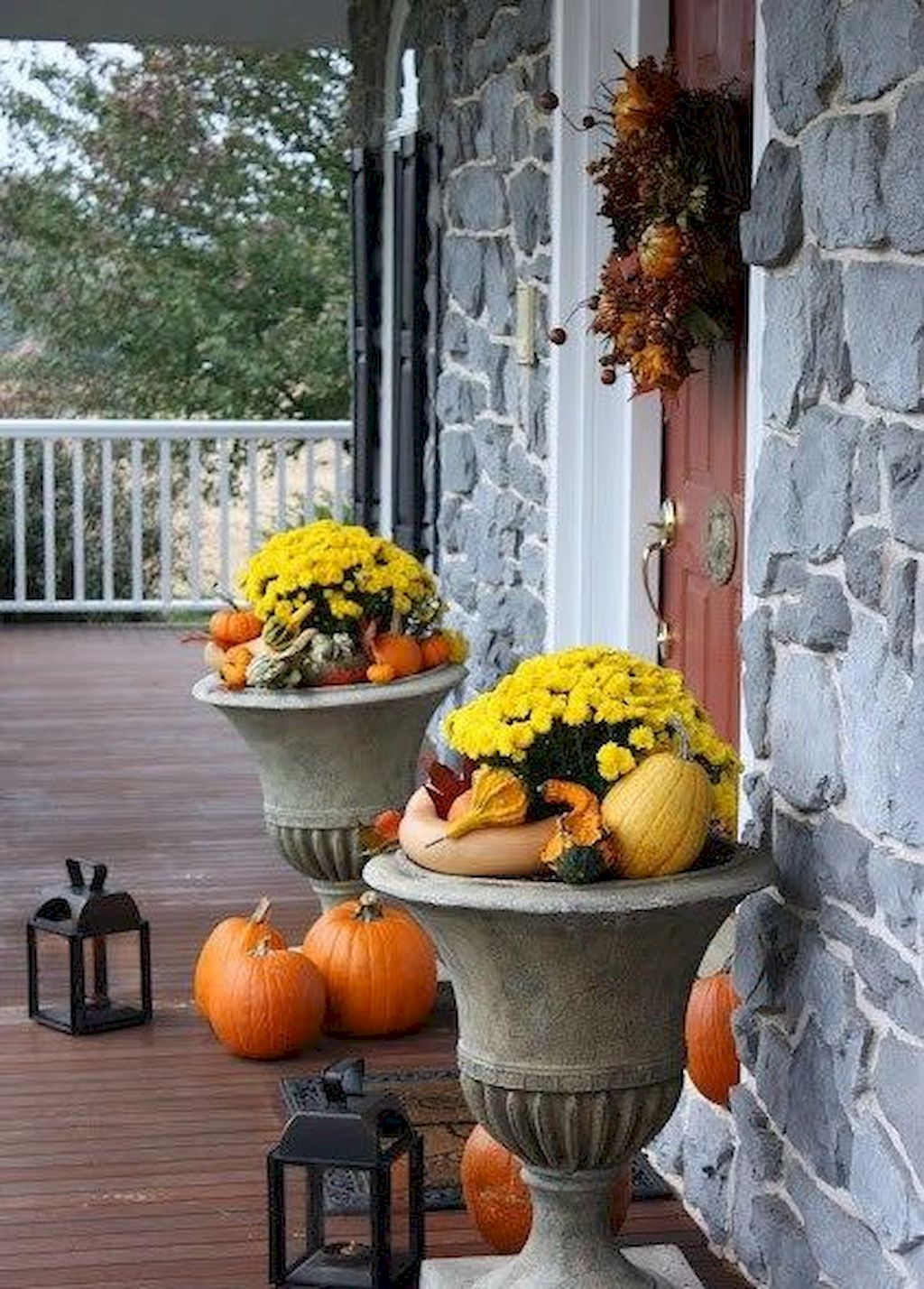 Beautiful Front Door Decoration For Fall 004