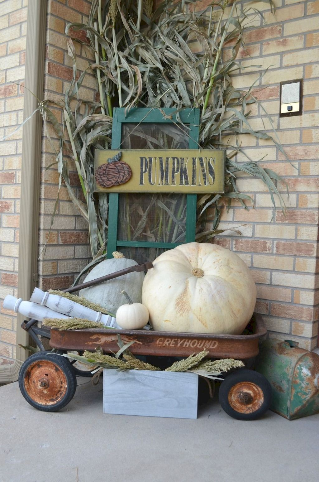 Beautiful Front Door Decoration For Fall 027