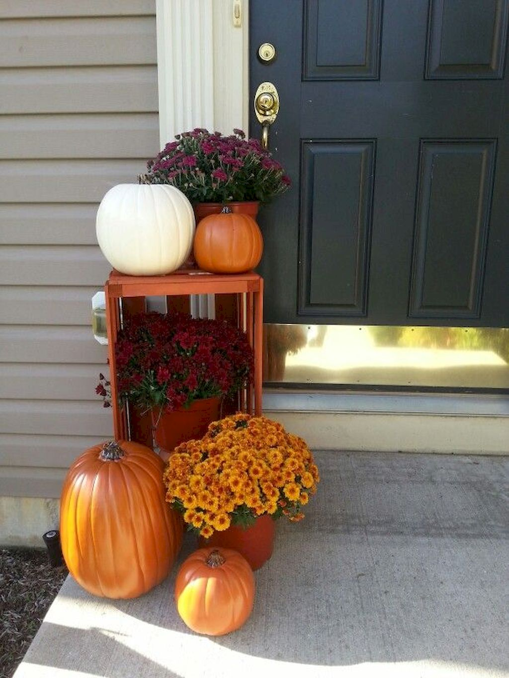 Beautiful Front Door Decoration For Fall 037
