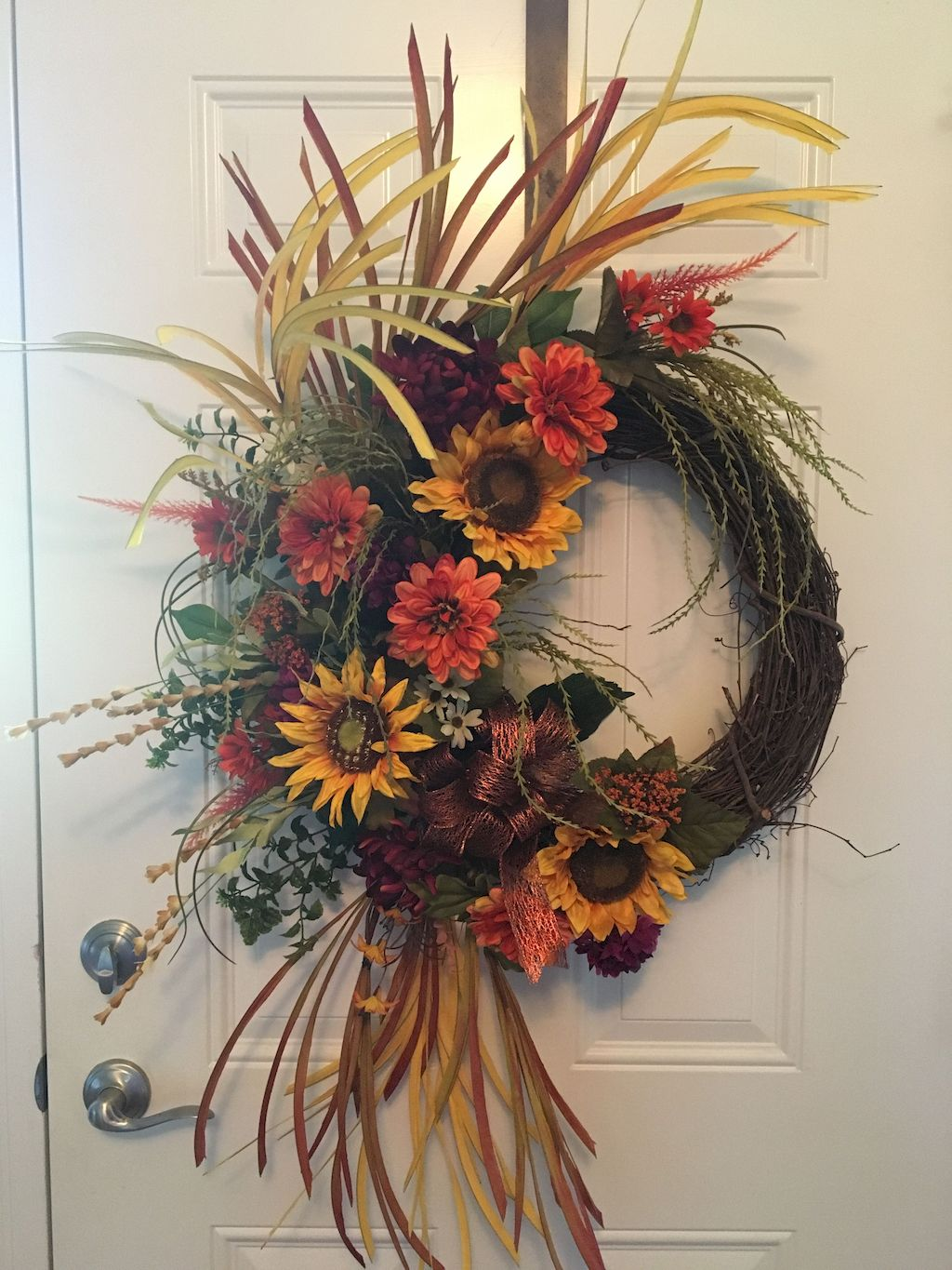 Beautiful Front Door Decoration For Fall 046