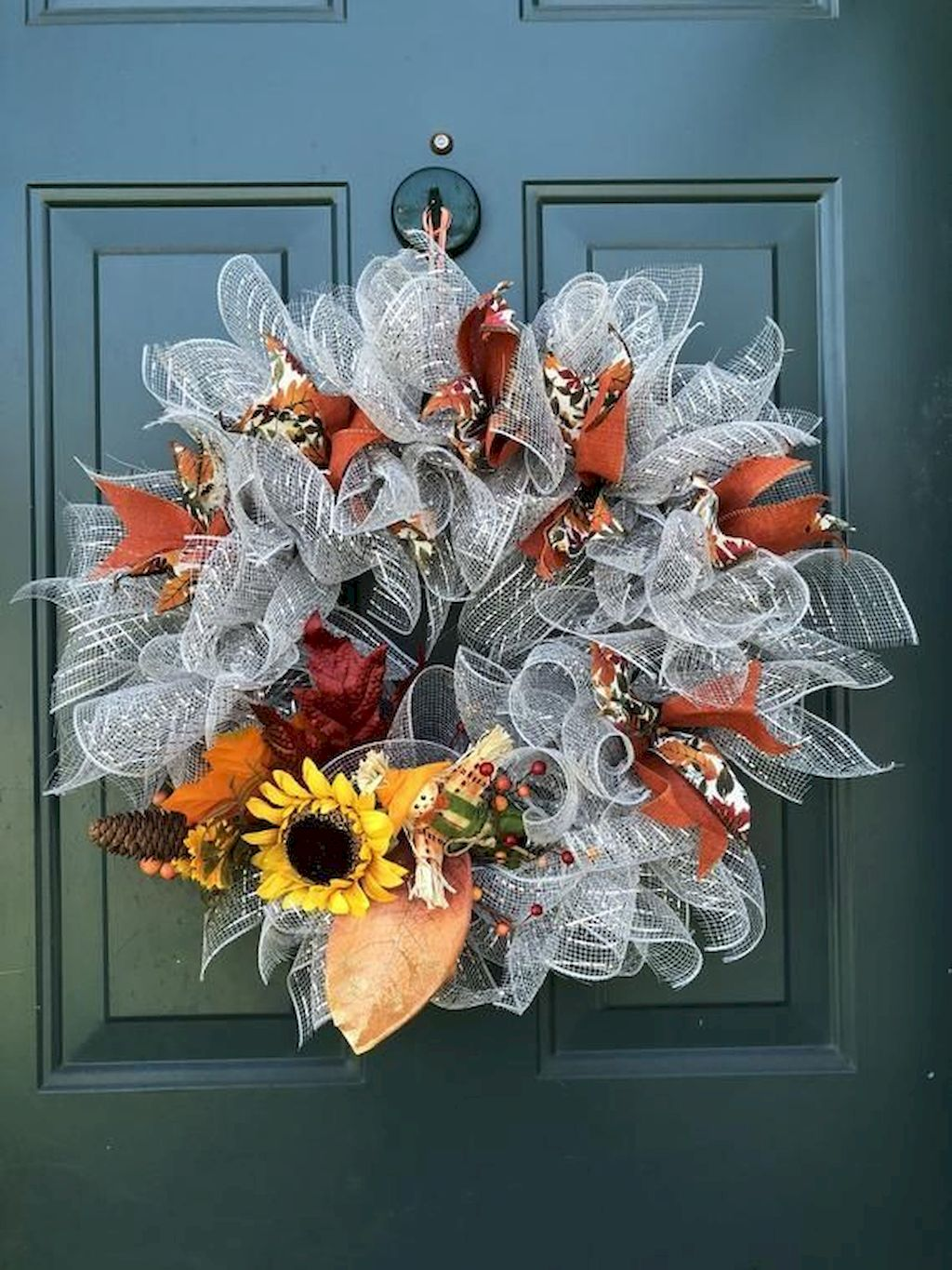 Beautiful Front Door Decoration For Fall 082