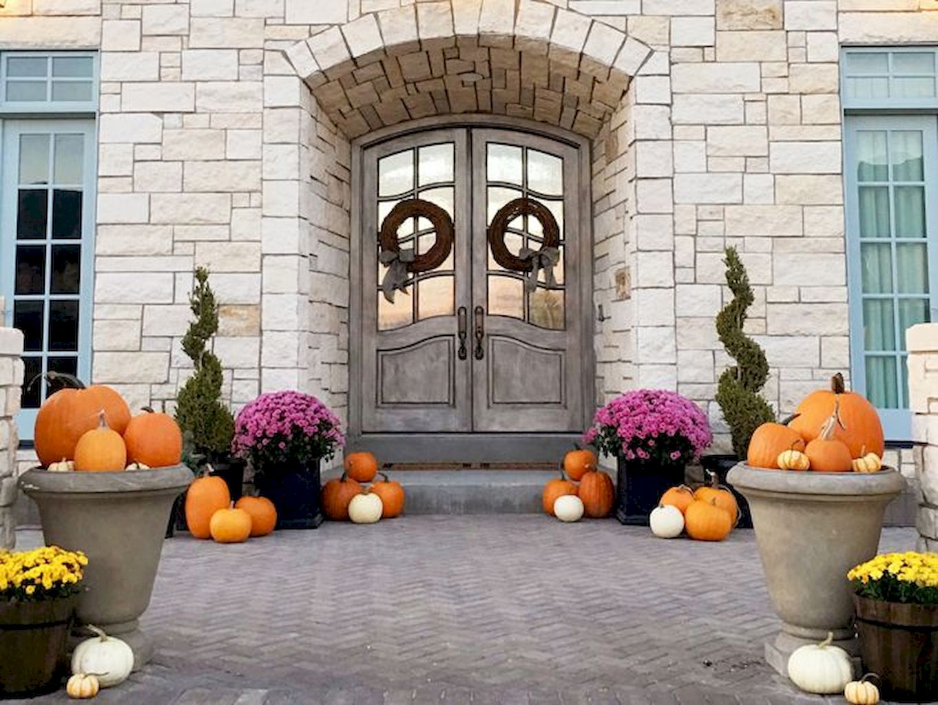 Beautiful Front Door Decoration For Fall 086