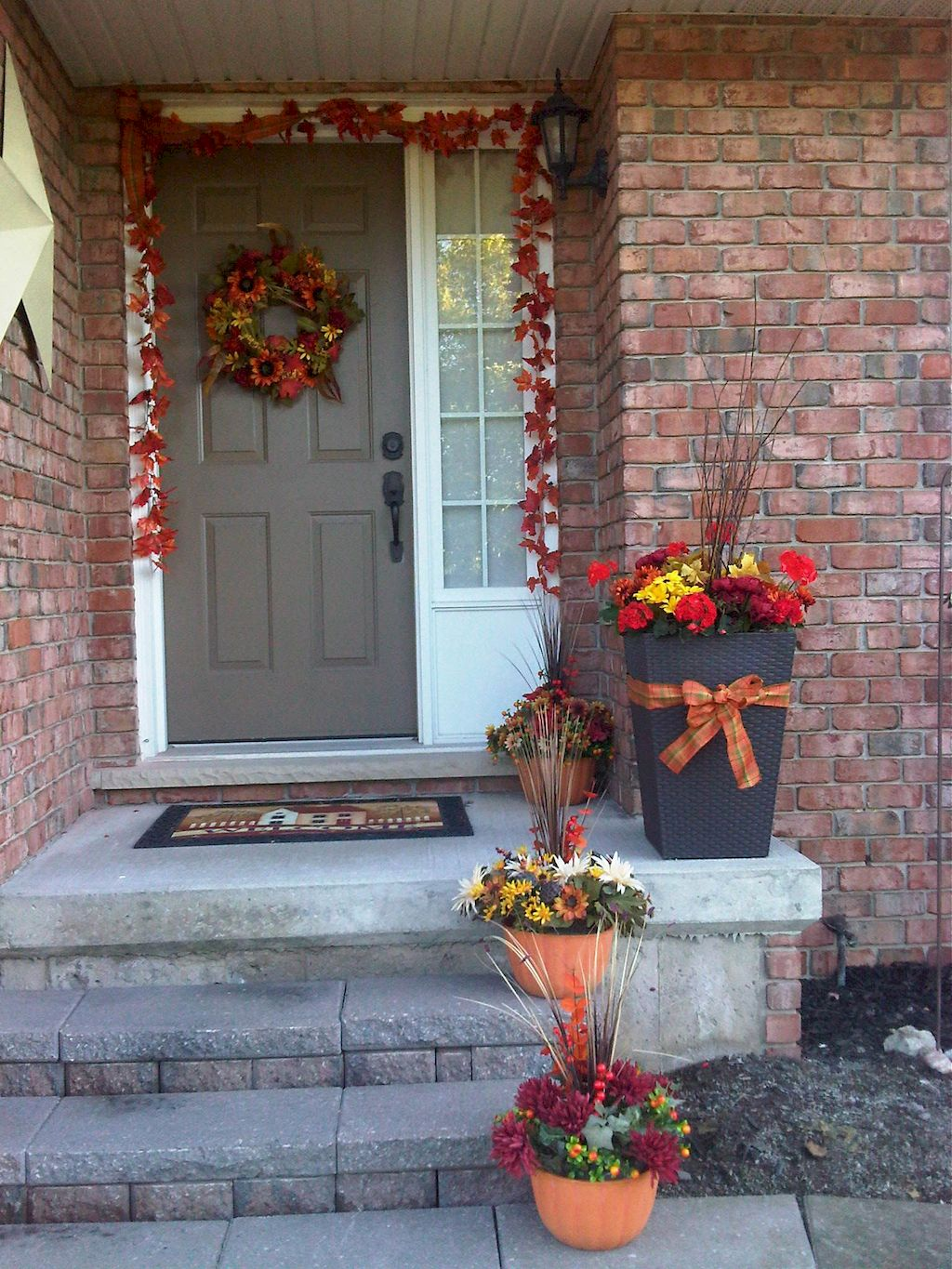 Beautiful Front Door Decoration For Fall 108