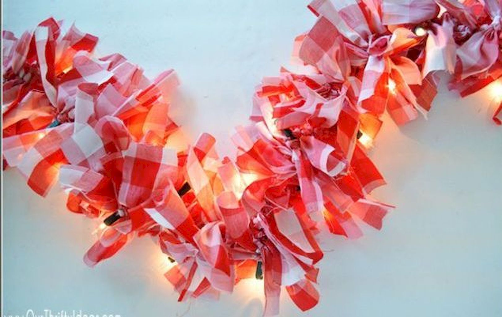 Brilliant Christmas Garland Decorating Ideas 024