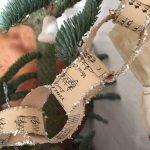 Brilliant Christmas Garland Decorating Ideas 028
