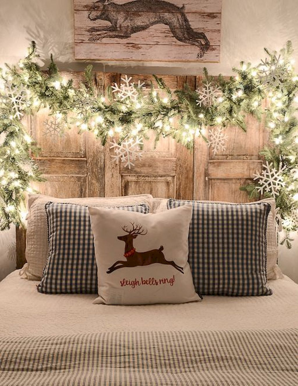 Brilliant Christmas Garland Decorating Ideas 032