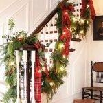 Brilliant Christmas Garland Decorating Ideas 052