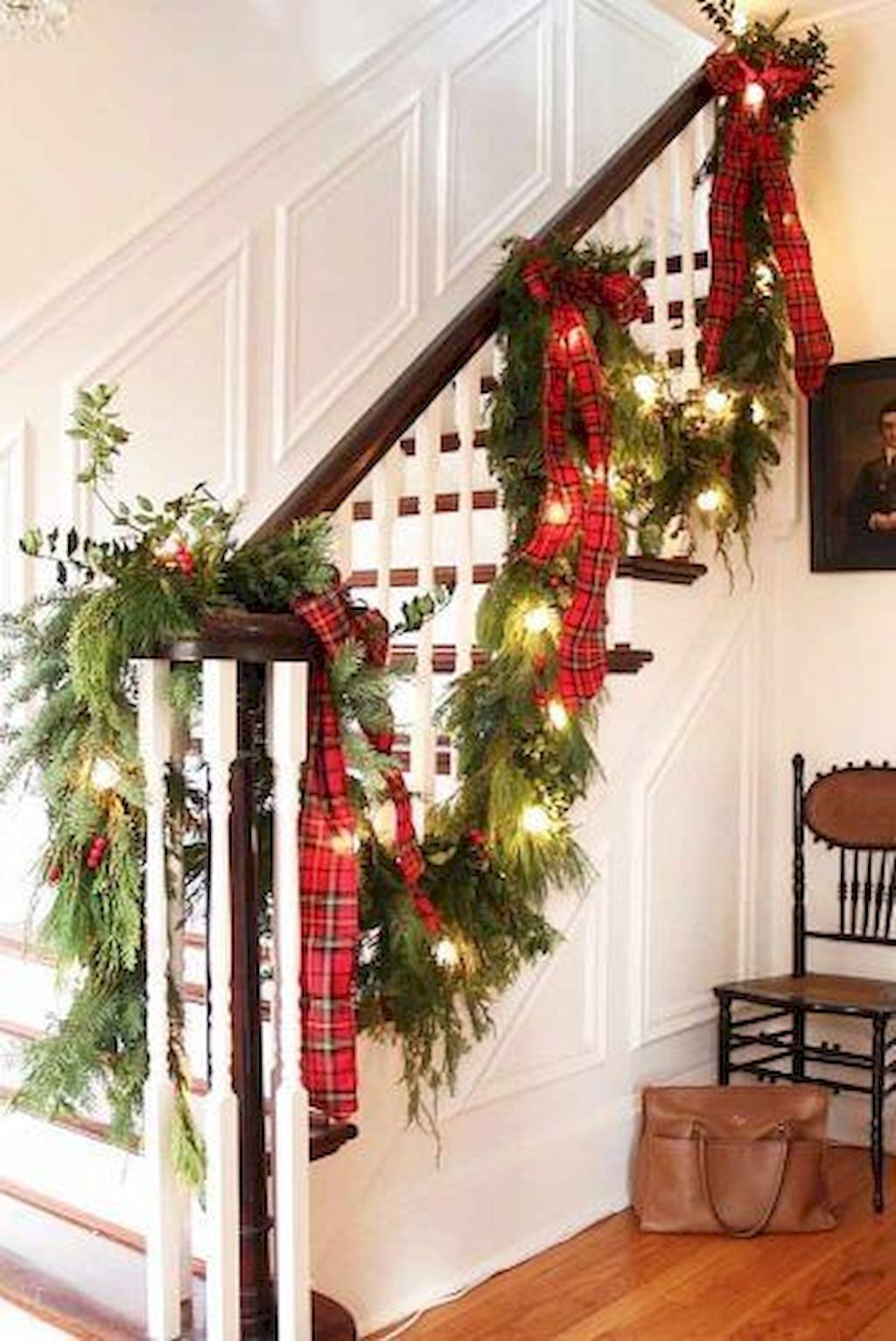Brilliant Christmas Garland Decorating Ideas 052