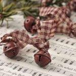 Brilliant Christmas Garland Decorating Ideas 057