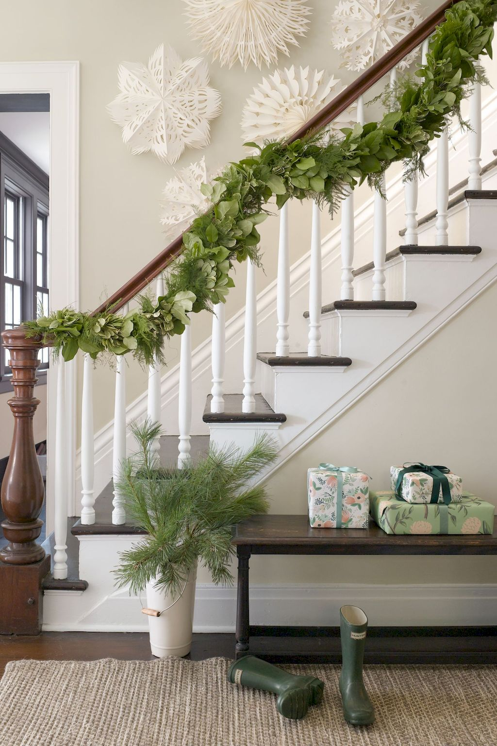 Brilliant Christmas Garland Decorating Ideas 069