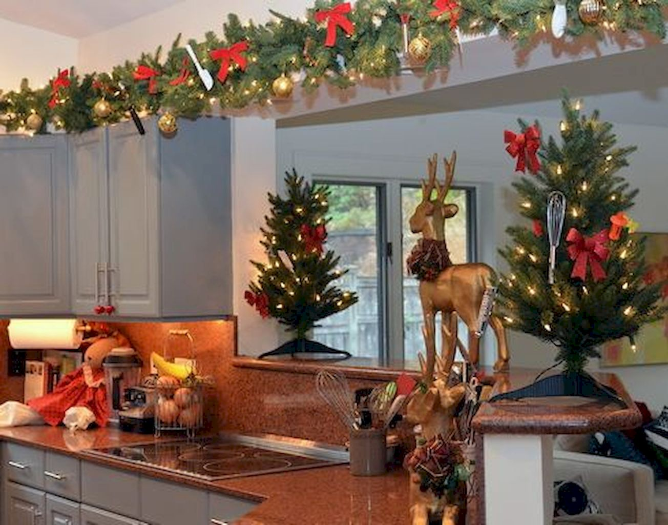 Brilliant Christmas Garland Decorating Ideas 083