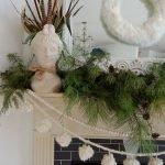 Brilliant Christmas Garland Decorating Ideas 111