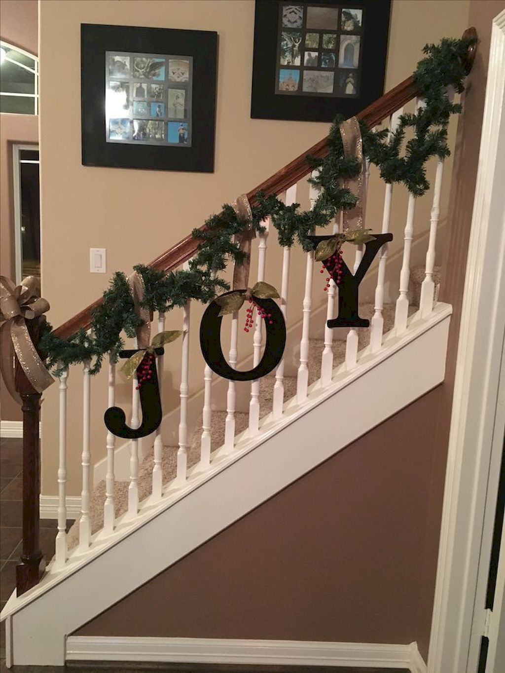 Brilliant Christmas Garland Decorating Ideas 134