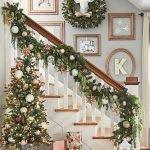 Brilliant Christmas Garland Decorating Ideas 142