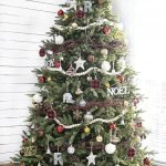 Brilliant Christmas Garland Decorating Ideas 179