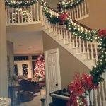 Brilliant Christmas Garland Decorating Ideas 243