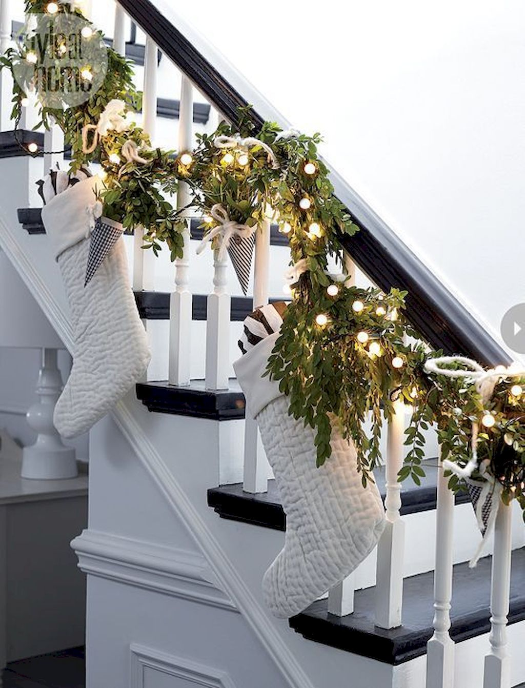 Brilliant Christmas Garland Decorating Ideas 255