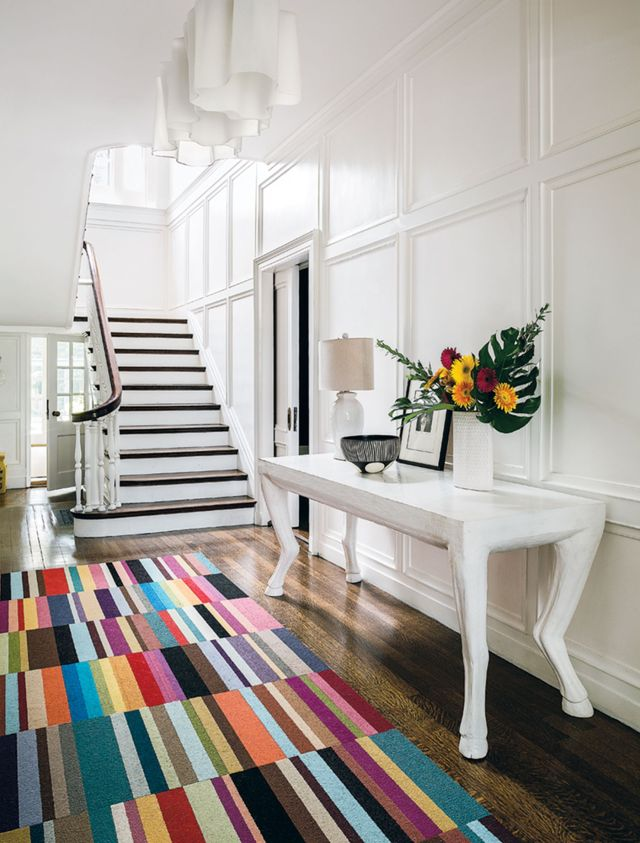 Entryway Decorating Ideas With Carpets And Flowers