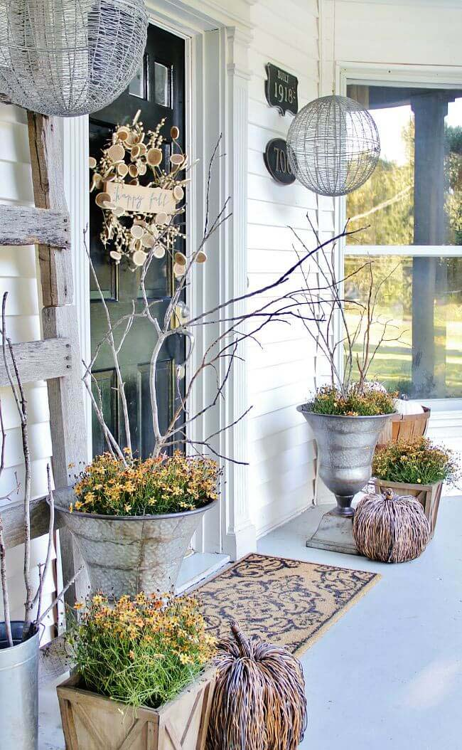 Fall Inspired Front Porch Decor #farmhouse #rustic #porch #decor #decorhomeideas