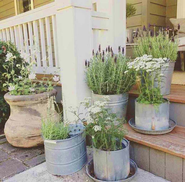 Front Porch Farmhouse Rustic Decor #farmhouse #rustic #porch #decor #decorhomeideas